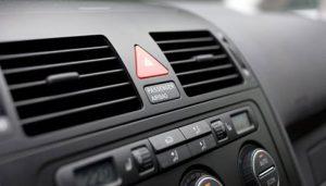 Cómo-recargar-el-aire-acondicionado-del-auto