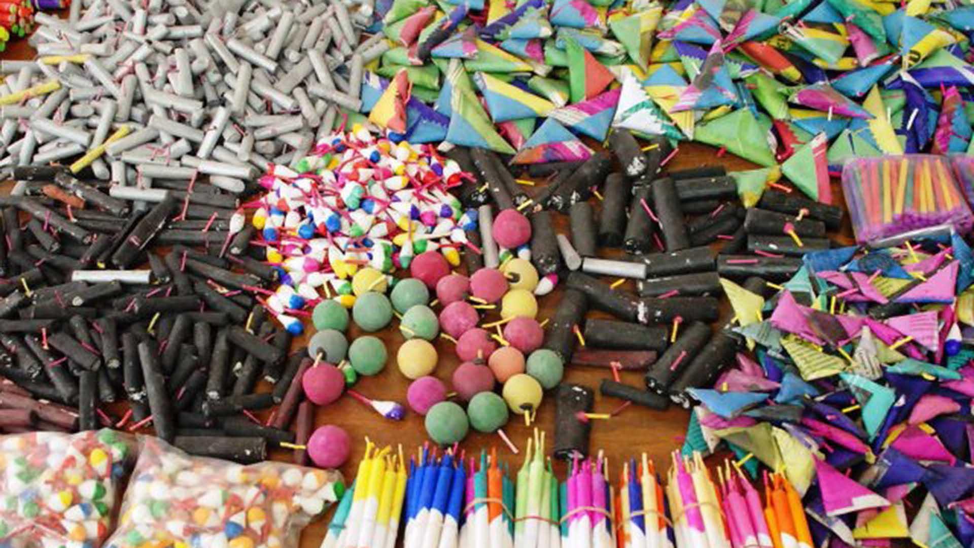 Tradicion Peligrosa Los Juegos Pirotecnicos Mexicanos