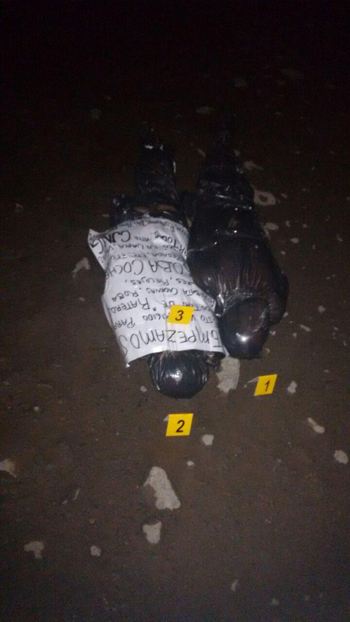 c178b77e1 Tres cuerpos fueron colgados en el retorno elevado de Tutelar en el  Periférico, dos más fueron abandonados en San Martin de las Flores y uno  más en las ...