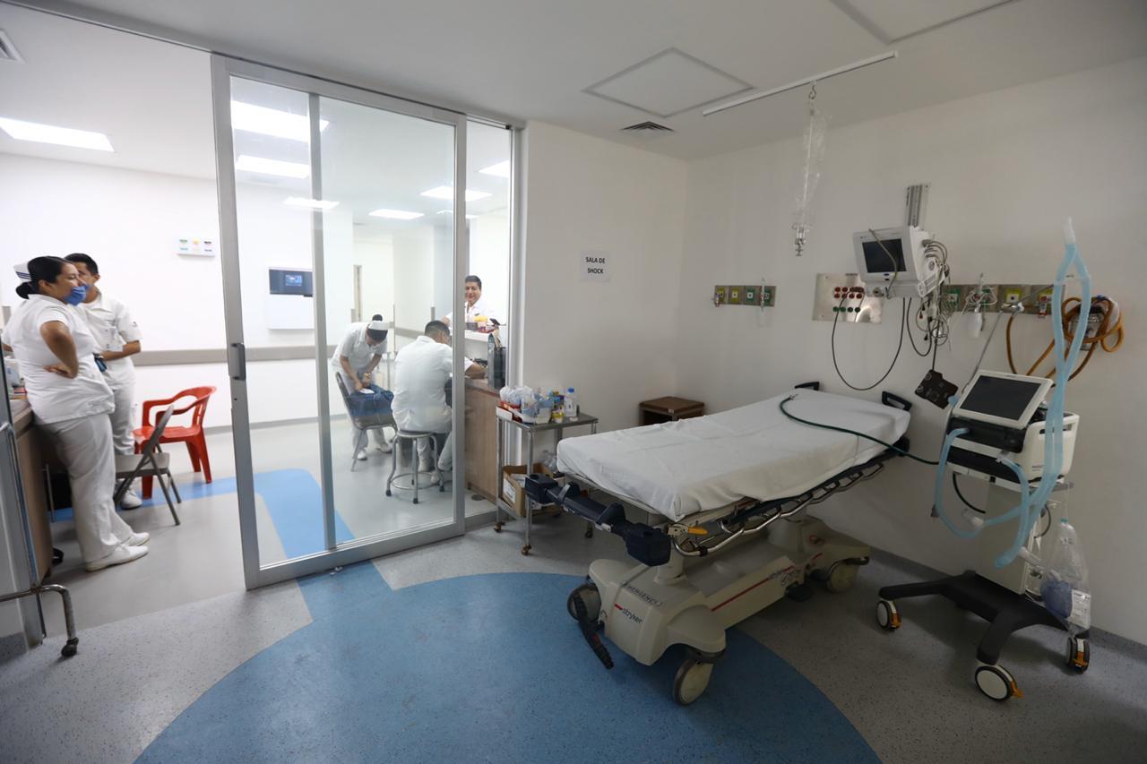 Supervisan y entregan obras en hospitales de la Costa de Jalisco