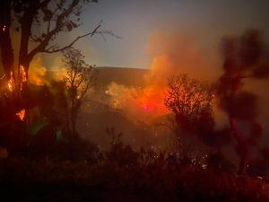 Sedena bombardea nubes para combatir incendios en Nuevo León