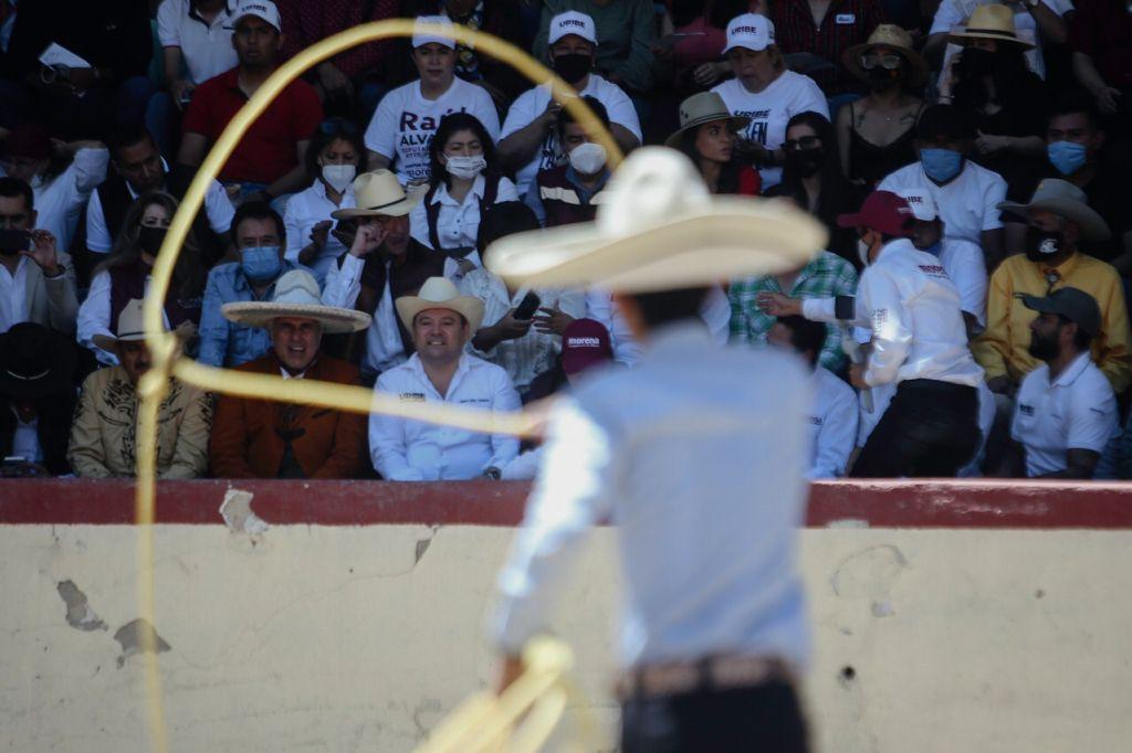Productores agrícolas y ejidatarios firman acuerdo con Uribe Camacho